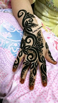 Zulfas_henna Modern Henna Designs, Wedding Henna Designs, Rose Mehndi Designs, Indian Henna Designs, Latest Henna Designs, Finger Henna Designs, Mehndi Designs For Fingers, Beautiful Henna Designs, Henna Tattoo Designs
