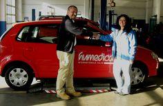 Fahrzeuge von humedica fahren auf neuen Reifen zu den Hilfseinsätzen