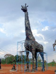 Recycled-car-parts-Giraffe by-Tom-Samui