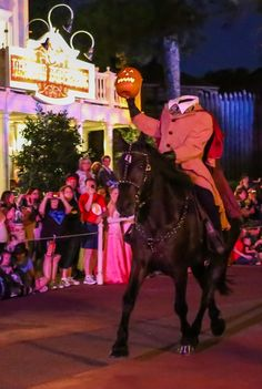 2012 Mickey's Not So Scary Halloween Party: Character Locations, Strategy, Pictures, Videos, and Fluff