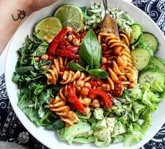 Discovered by Franzi. Find images and videos about food, healthy and dinner on We Heart It - the app to get lost in what you love. Healthy Work Snacks, Healthy Dinner Recipes, Vegetarian Recipes, Healthy Eating, Healthy Food, I Love Food, Good Food, Yummy Food, Def Not