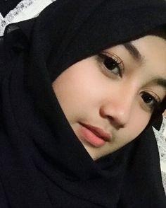 Versions Share ©by: █║Rhèñdý Hösttâ║█ Thank you for visitin Beautiful Muslim Women, Most Beautiful Indian Actress, Beautiful Hijab, Korean Beauty Girls, Beauty Full Girl, Muslim Beauty, Indonesian Girls, Hijab Chic, Girl Hijab