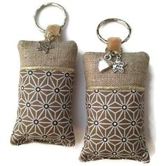 cet article n& pas disponible - couture Lavender Bags, Lavender Sachets, Small Sewing Projects, Sewing Hacks, Couture Lin, Picture Keychain, Diy Accessoires, Couture Sewing, Wire Crafts