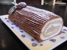 Bûche de Noël chocolat et crème aux marrons. J'ai reduit le sucre du biscuit a100 g au lieu de 140g vu que la creme est deja trop sucree.