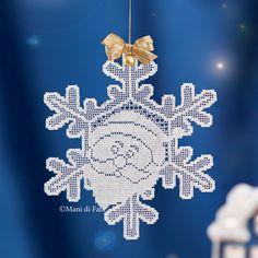 Filet séma a dekorációhoz - Her Crochet Crochet Snowflakes, Christmas Snowflakes, Christmas Bells, Christmas Wreaths, Christmas Decorations, Christmas Ornaments, Crochet Winter, Holiday Crochet, Crochet Santa