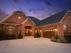 CI-Clopay-Doors-elegant-trenton-garage-door_s4x3.jpg.rend.hgtvcom.1280.960.jpeg 1,280×960 pixels