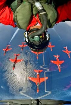 MILITARY AIRSHOWS - AMAZING UPSIDE DOWN RED ARROWS PILOT SELFIE!