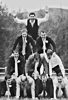 What a cool idea for the groom and his groomsmen
