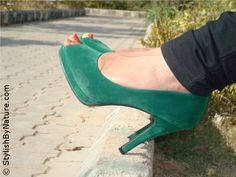 Suede Emerald Green peep-toes #shoes