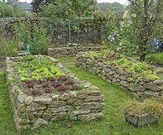 Potager surélevé<br />F. Marre -Rustica - Jardin de Noémie Vialard