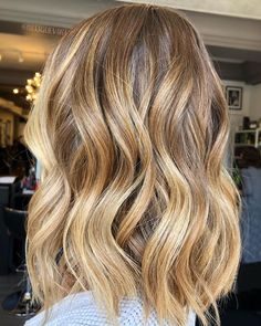 Waves or Curls? : @missguevara #usmooth #usmoothhair #missguevara