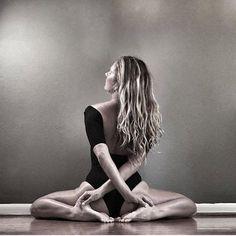 Yoga nidra for healing # yoga inspiration - fitness inspiration Yoga Nidra, Hatha Yoga, Yoga Kundalini, Fitness Inspiration, Yoga Inspiration, Yoga Fitness, Sport Fitness, Photo Yoga, Yoga Kunst