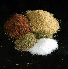 Homemade Za'atar Spice - just a few ingredients and you'll go wild finding things to sprinkle this on! Homemade Spice Blends, Homemade Spices, Spice Mixes, Baked Pita Chips, Honey Glazed Carrots, Plant Paradox, Spice Grinder, Spices And Herbs