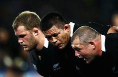 Tony Woodcock Photos Photos - Keven Mealamu (C) prepares to scrummage with Tony Woodcock (R) and Owen Franks of the All Blacks during quarter final four of the 2011 IRB Rugby World Cup between New Zealand and Argentina at Eden Park on October 9, 2011 in Auckland, New Zealand. - New Zealand v Argentina - IRB RWC 2011 Quarter Final 4