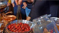 Schnaps selbst brennen - kleines Schnapsbrennseminar VILS | Schnapsbrenn-Seminar | Ingenieurbuero Andreas Heiss | myobis Raspberry, Fruit, Food, Small Bottles, Alcohol, Essen, Meals, Raspberries, Yemek