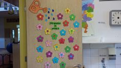 Klassendeur bloemen Classroom, Teaching, Holiday Decor, Kids, Crafts, First Grade, Studying, Toddlers, Boys