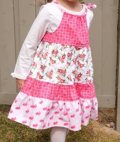 A free sewing tutorial for a tiered pillowcase dress. Cute sewing pattern for a little girls dress. Learn how to make a Tiered Pillowcase Dress. Girl Dress Patterns, Blouse Patterns, Skirt Patterns, Pdf Patterns, Sewing For Kids, Baby Sewing, Sew Baby, Little Girl Dresses, Girls Dresses