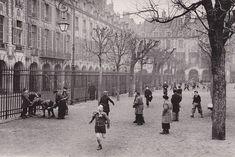 place des Vosges - Paris 3ème/4ème.- 15) PLACE DES VOSGES, CÔTE IMPAIR: N° 17: Hôtel de Chabannes (ou de Flers). N°19: Hôtel de Montbrun (ou Marchand). N° 21: Hôtel du Cardinal de Richelieu. N° 23: Hôtel de Bassompierre (ou Cardinal de Richelieu). N° 25: Hôtel de l'Escalopier. -