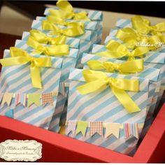 Linda inspiração!! Pic via @makeamemory_ #encontrandoideias #blogencontrandoideias Diy, Gift Wrapping, Shower, Tableware, Instagram Posts, Crafts, Souvenir Ideas, Craft Ideas, Ideas Aniversario