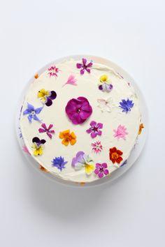 Flowerfetti cake with a natural funfetti sponge