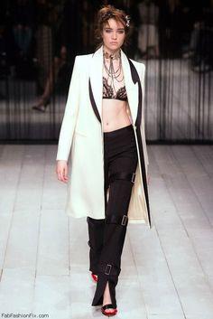 Alexander McQueen fall/winter 2016 collection - London fashion week. #alexandermcqueen