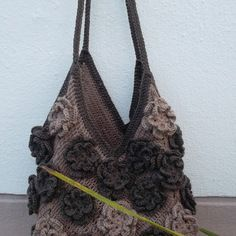"""roses chocolat"" sac au crochet taupe marron fleurs"