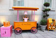 Champagne Region France, Restaurant Exterior Design, Veuve Cliquot, Hot Dog Cart, Pop Up Bar, Champagne Bar, Ice Cream Party, Home Room Design, Beach Bars