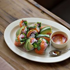 - Salmon enhances the colors in various dishes. Let's try putting some in spring rolls. With fresh, neatly prepared ingredients, anyone can enjoy making thei. Thai Recipes, Vegetarian Recipes, A Food, Food And Drink, Dessert Drinks, Desserts, Spring Rolls, Korean Food, Caprese Salad