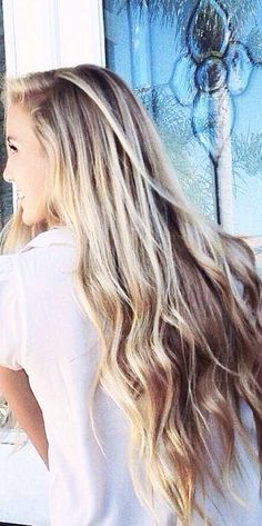 I wish my long hair was like this: a slight wave on the ends, straight at the top, keeping its volume...