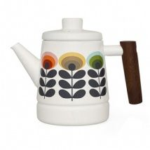 Enjoy a sophisticated afternoon tea with this Oval Enamel Teapot from Orla Kiely. Crafted from white enamel, this simple teapot is enhanced with the distinctive Oval Flower print and is finished with a wooden handle. Orla Kiely, Deco Table, A Table, Enamel Teapot, Cocinas Kitchen, Afternoon Tea, Kettle, Tea Time, Dinnerware