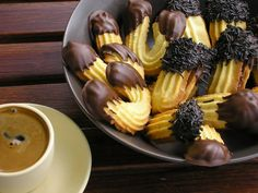 Pty Four Le favori . Greek Sweets, Greek Desserts, Greek Recipes, Candy Recipes, Cookie Recipes, Dessert Recipes, Greek Cookies, Greece Food, Delicious Desserts