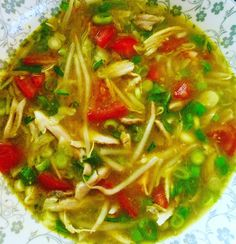 Chicken soup with tomatoes, bean sprouts, cabbage, celery and leek. #soupbowl #soup #soep #chickensoup #chickenandvegetables #warmmeal #snacks #soto #indonesia #indonesianfood #sotoayam #streetfood #healthymeals #delicious #foodies #passionforfood #instafood #foodpic #foodinstagram