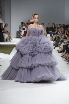 Giambattista Valli Fall 2016 Couture Fashion Show