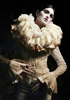 Pierrot Lunaire by Kumiko Takeda See full story at… Pierrot Costume, Pierrot Clown, Cabaret, Circus Fashion, Arte Fashion, Vintage Circus, Circo Steampunk, Up Personajes, Burlesque