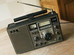 National Panasonic DR 22 FM/MW/SW Portable World Receiver RF2200