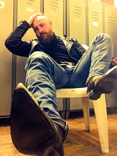 I'm so alone in my Boots. Biker Leather, Leather Men, Boots And Jeans Men, Hot Men Bodies, Bald With Beard, Cowboys Men, Cowboy Outfits, Men In Uniform, Bearded Men