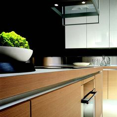 Contemporary-Oak-and-White-Gloss-Kitchen-Cabinets-3.jpg (550×550)
