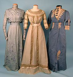 Silk Tea Gowns, c. 1910 A tea gown - is a woman's at-home dress for informal entertaining of the late to centuries characterized by unstructured lines and light fabrics. Edwardian Clothing, Edwardian Dress, Antique Clothing, Historical Clothing, Edwardian Era, 1900s Fashion, Edwardian Fashion, Vintage Fashion, Vintage Dresses
