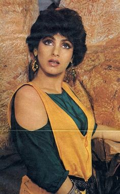 Dimple Kapadia , in those horrible dress Bollywood Costume, Bollywood Actress, Bollywood Posters, Bollywood Pictures, Vintage Bollywood, Most Beautiful Indian Actress, Dimples, Indian Actresses, Breast