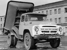02 Самосвал ММЗ 555Д с кузовом из стеклопластика, разработанный в 1964-65 гг. В некоторых источниках, в том числе заводских, автомобиль обозначается как ЗиЛ-ММЗ 555ПЛ