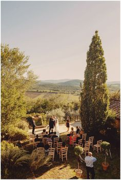 Canadian wedding in #villa di Montecastelli, close to #Siena. The perfect setting for an outdoor wedding in front of the hills of #Tuscany Photography: #FacibeniFotografia