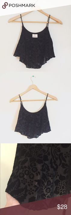 Urban Outfitters Flowy Crop Top Black floral design, has a built in bra, very comfy! Urban Outfitters Tops Crop Tops