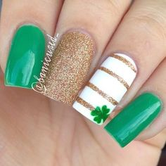 Unique looking four leaf clover nail art design. Each nail features an interesting and individual design that makes it look more casual and customized. The small four leaf clover on top of one of the nails looks absolutely subtle and perfect.