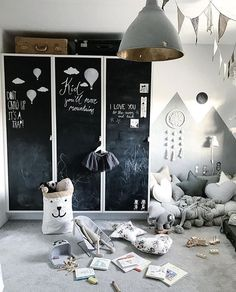 Ahh Tuesday's, my fave day of the week! The one day I can clean and the house stays tidy.. is it weird that that's my fave day of the week for that reason? 🤔 Tellkiddo storage bags and Stickstay wall stickers available on our site now. Link in our bio. Gorgeous playroom inspo @rutavitesson