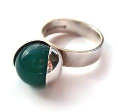 Vintage Elis Kauppi Kupittaan Kulta modernist ring, green chalcedony, mid Finland 1960s, Scandinavian silver, Nordic Finnish design. #302.