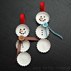 Idee per decorazioni di Natale fai da te: pupazzi di neve con i tappi