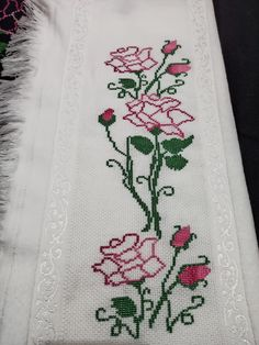 Vintage table runner tapestry Handmade Picture Roses by Retroom Cross Stitch Owl, Cross Stitch Designs, Cross Stitch Embroidery, Hand Embroidery, Square Nail Designs, Point Lace, Prayer Rug, Baby Knitting Patterns, Needlepoint