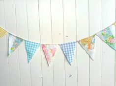 This pretty bunting is the perfect item for your next party! It will add the finishing touch to your decor! This banner would be the perfect accent