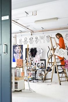 A wonderful and inspiring artist studio! Collection by anna 🌕 on We Heart It Art Studio Design, My Art Studio, Studio Room, Artist Workspace, Painters Studio, Interior Design Presentation, Turbulence Deco, Atelier D Art, Farrow Ball