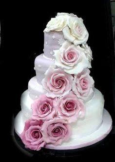 Una cascata di rose. #weddingcake di simocakedesigner.it pasticceria LaMimosa a Tollo